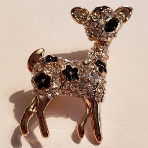 Jewelry - Deer brooch